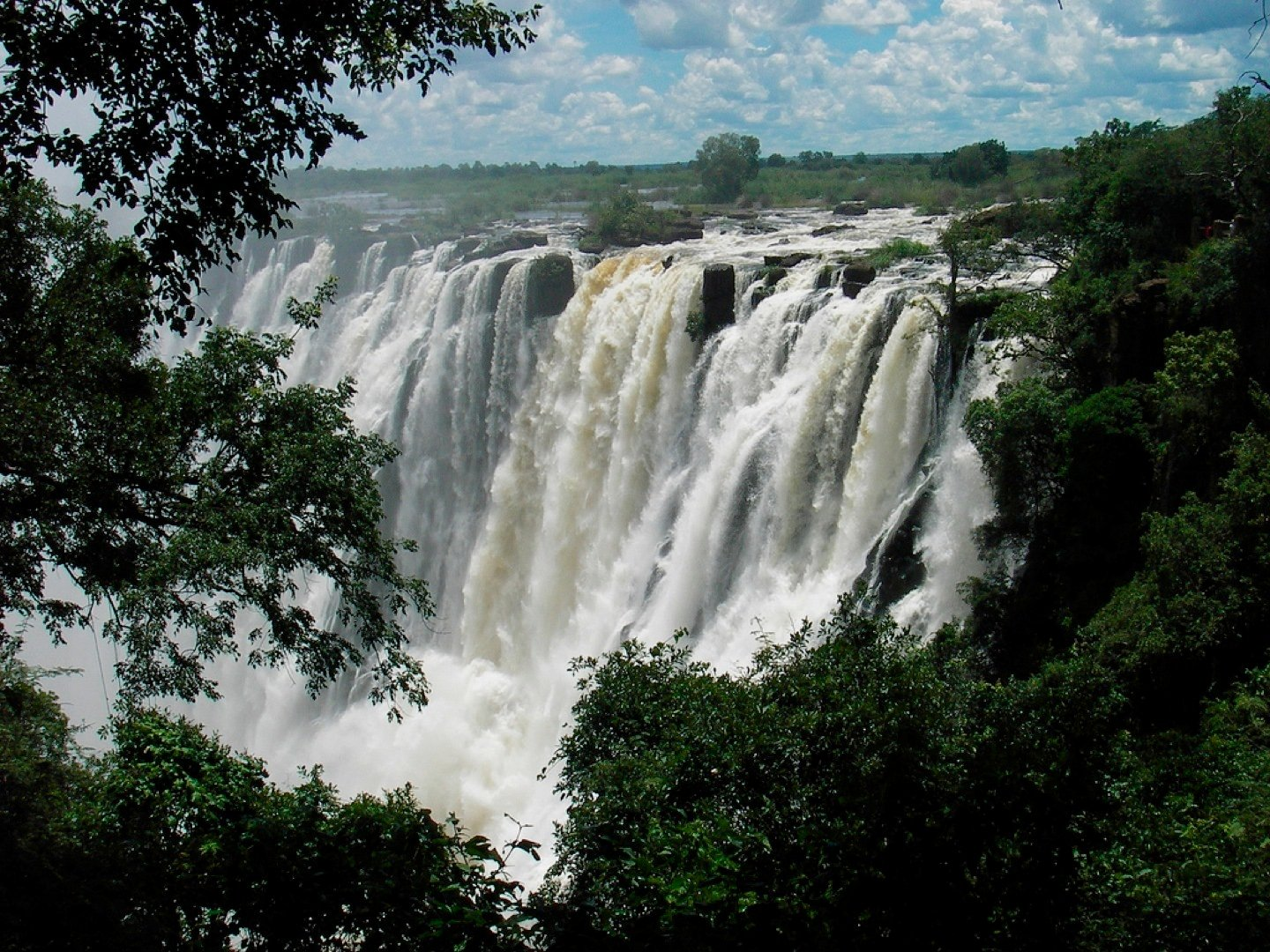 http://www.south-african-hotels.com/media/victoria-falls.jpg